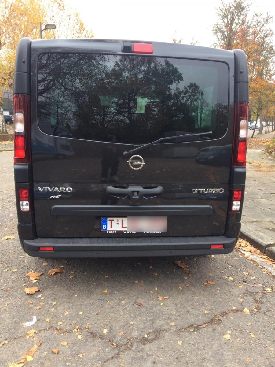 Opel-Vivaro-back